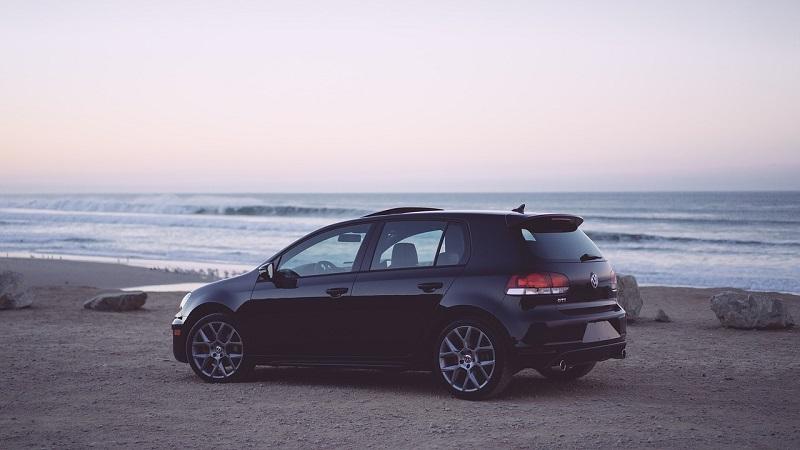 Carro no litoral