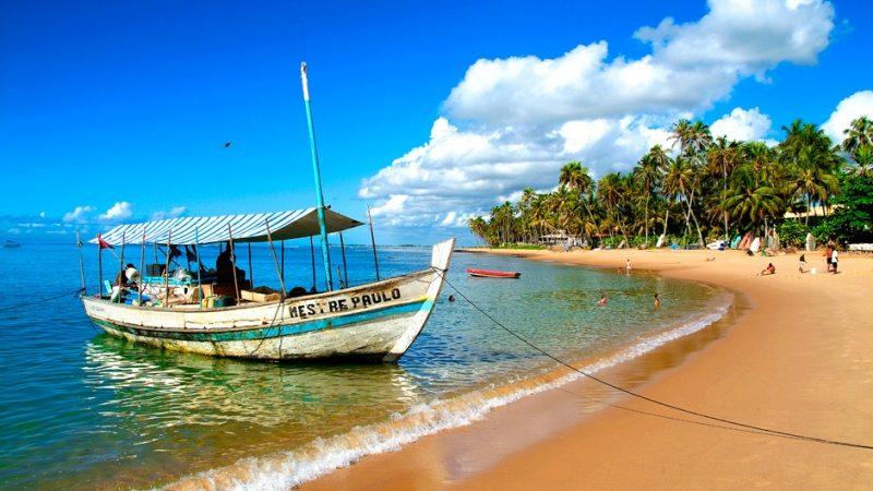 Barco na Praia do Forte