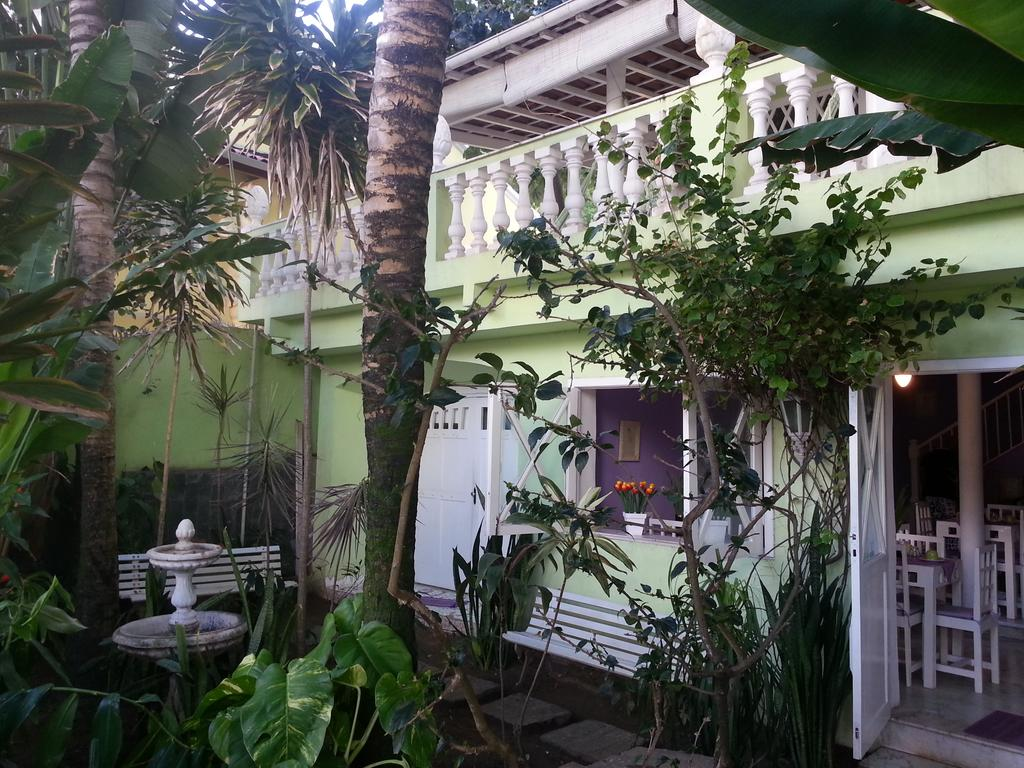 Jardim do Hotel Pousada Papaya Verde em Salvador