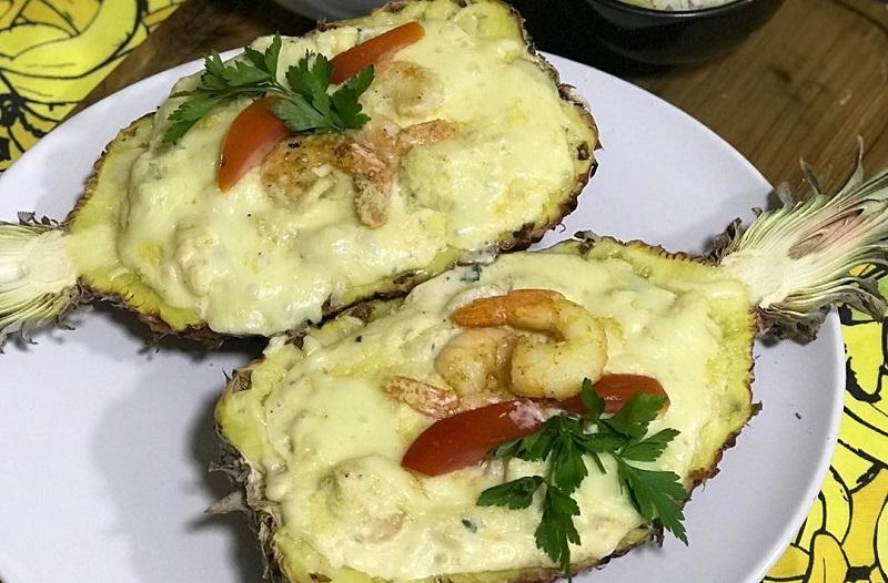 Prato de camarão no abacaxi em Porto Seguro