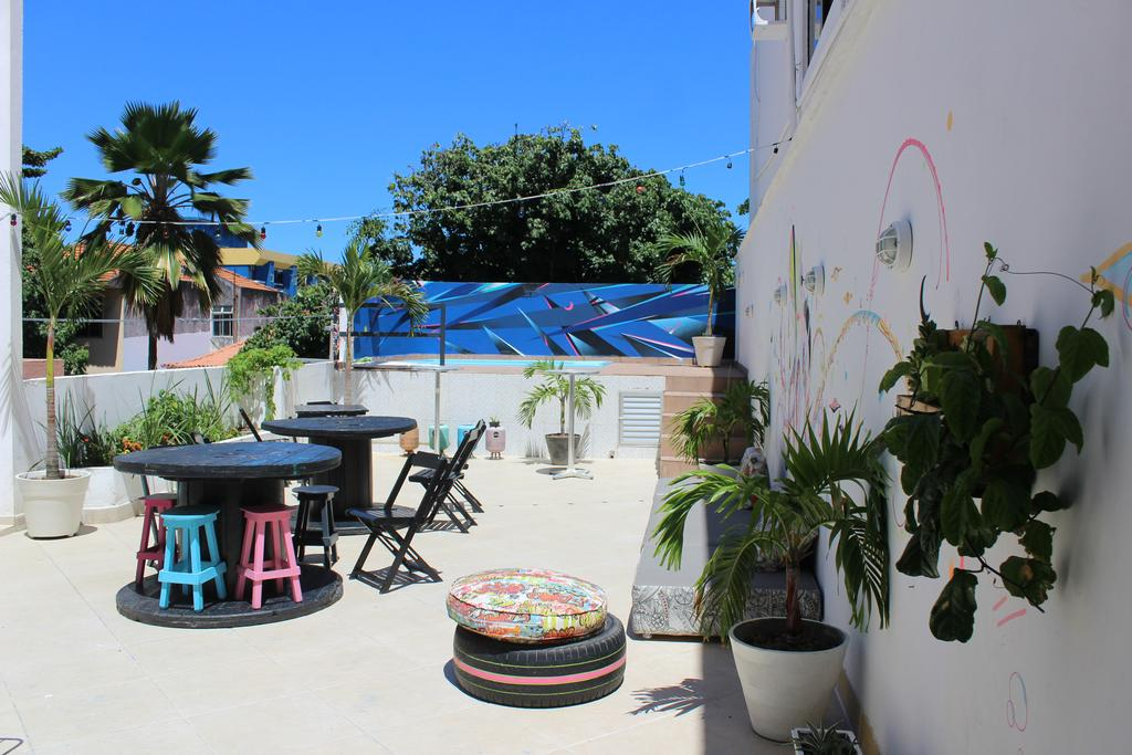 Área externa do Farol da Barra Suites e Hostel
