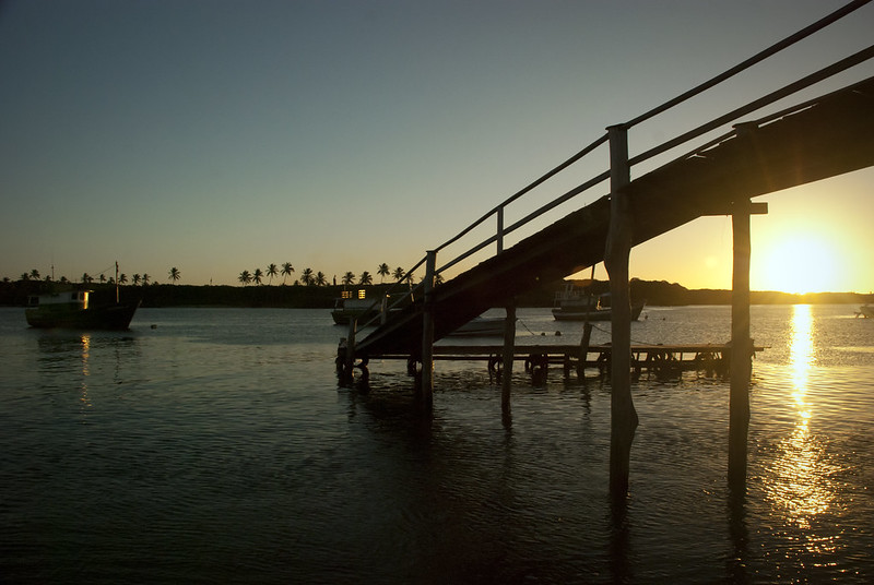 Pôr do sol no mar de Salvador