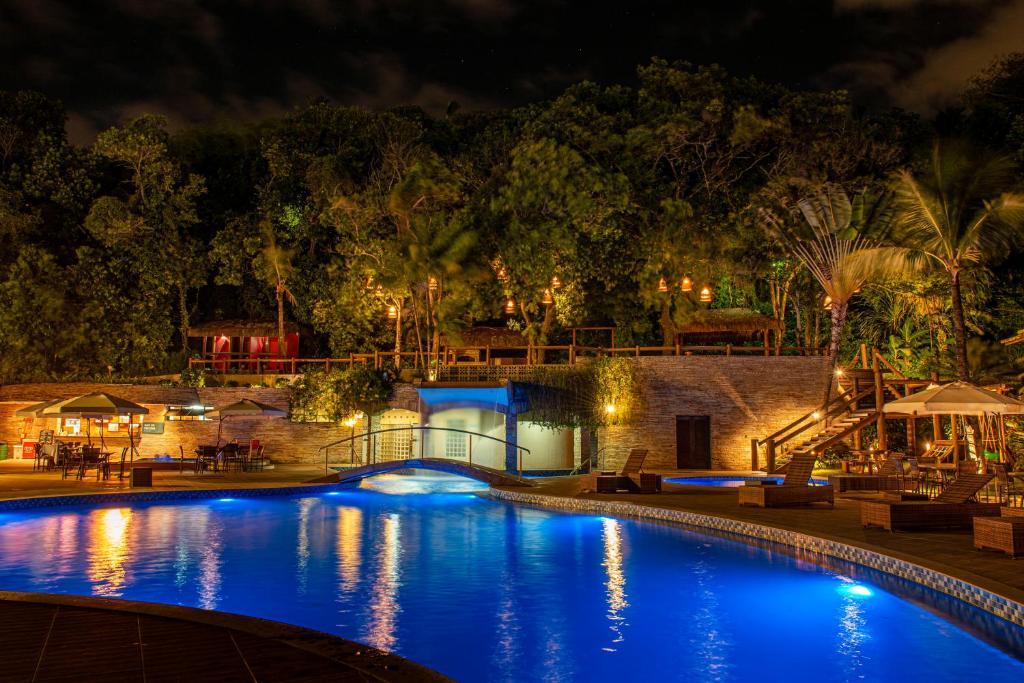 Piscina do Best Western Shalimar Praia Hotel à noite
